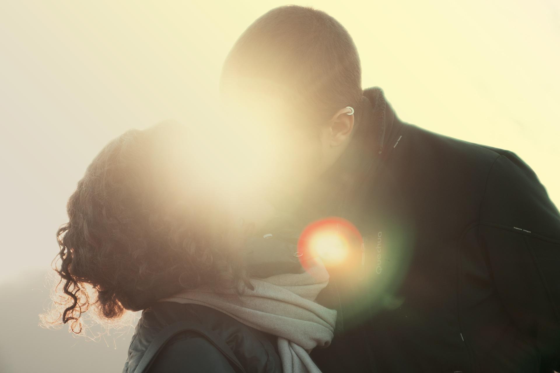 既婚者同士の心の繋がりを感じたい!既婚男性が既婚女性に不倫で本気になった時の行動や態度やLINEを大公開