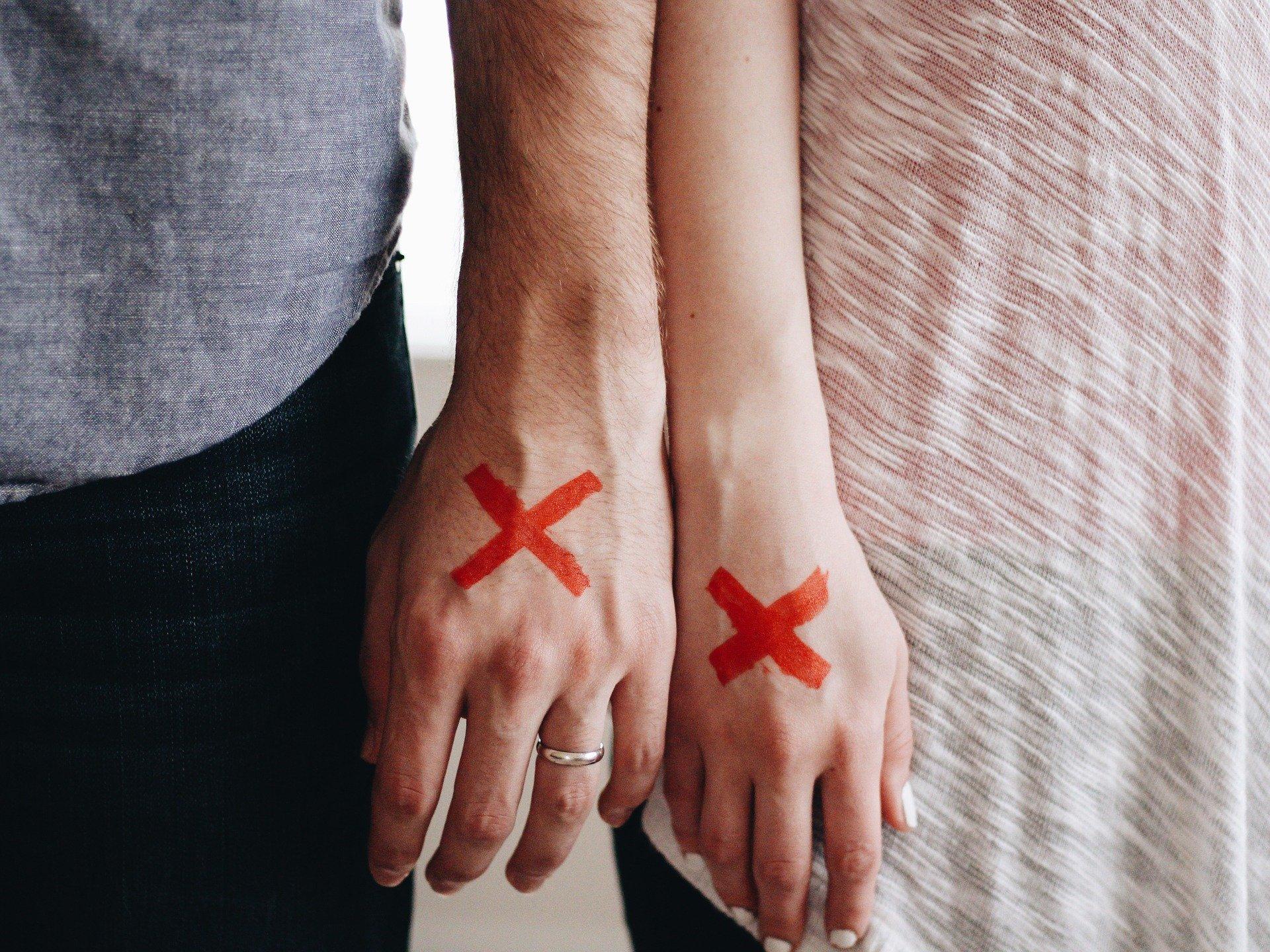 不倫で愛しているから別れる既婚者男性の心理・前兆・別れの言葉・別れたくない時の対処法