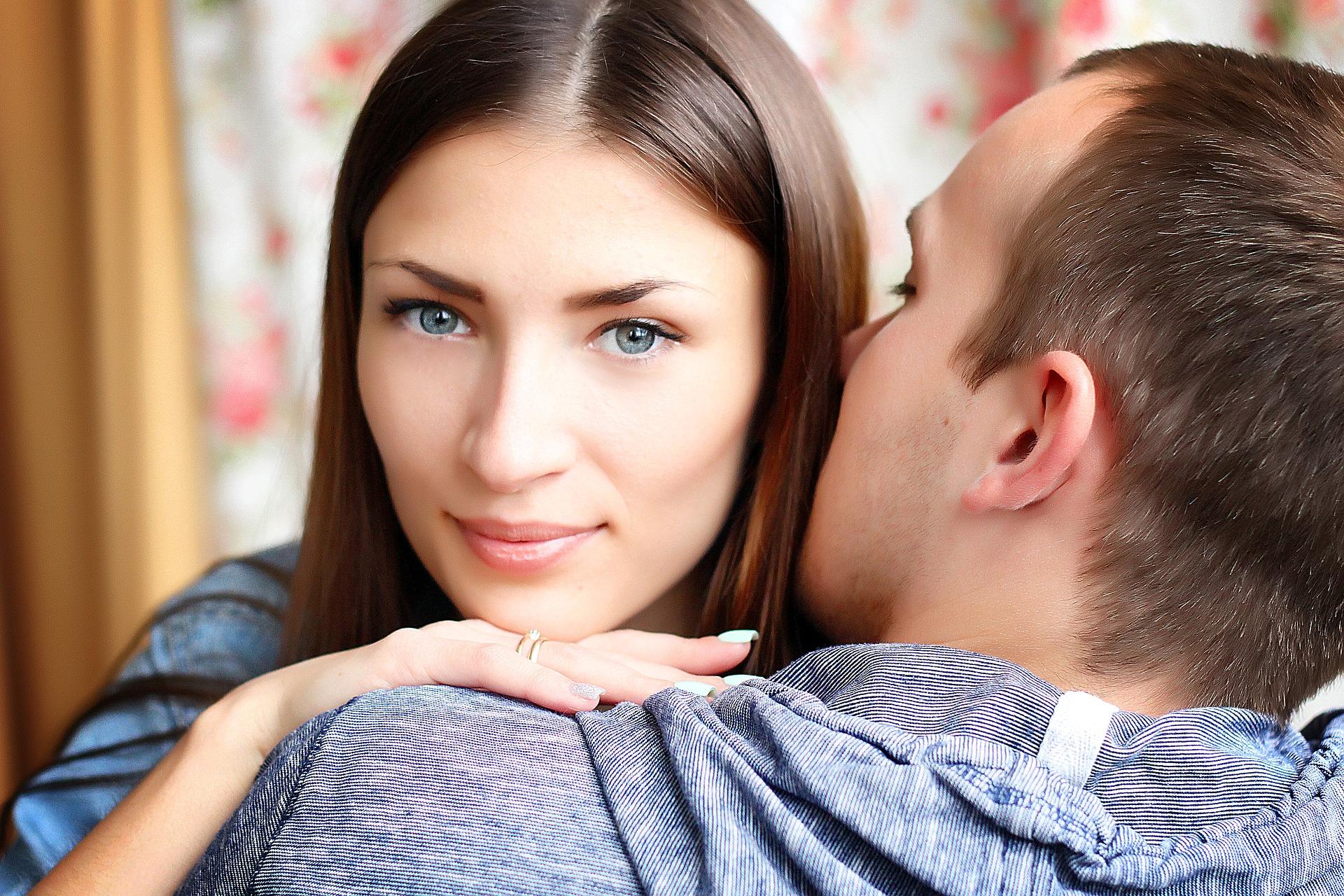 不倫のきっかけはどこにあるの?既婚男性と既婚女性の不倫のきっかけの違いと出会いの場所