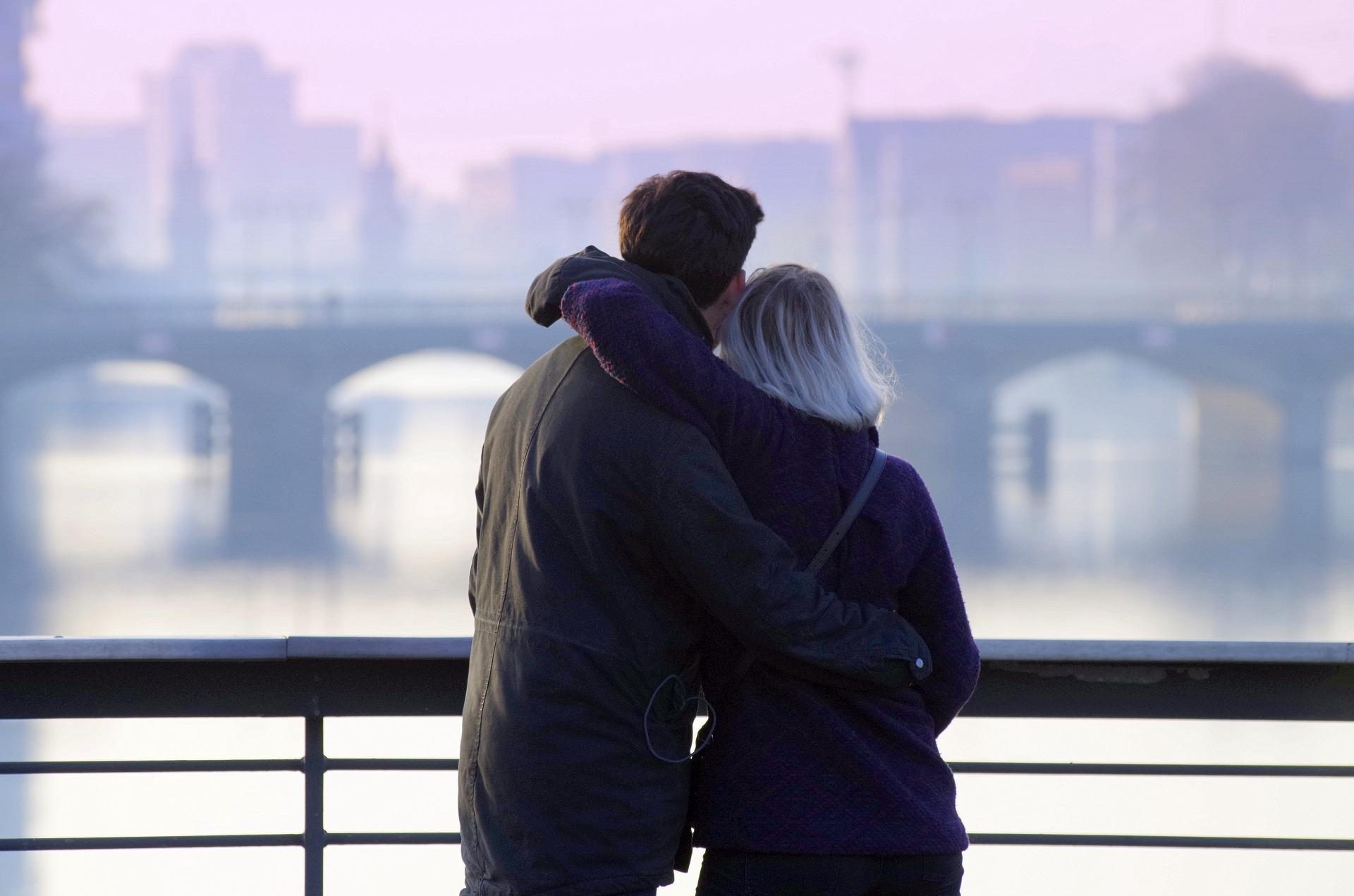 距離を置くタイミングと連絡をしないタイミングの見極め方!もっと不倫カップルの愛を深めるためには引くことが大切