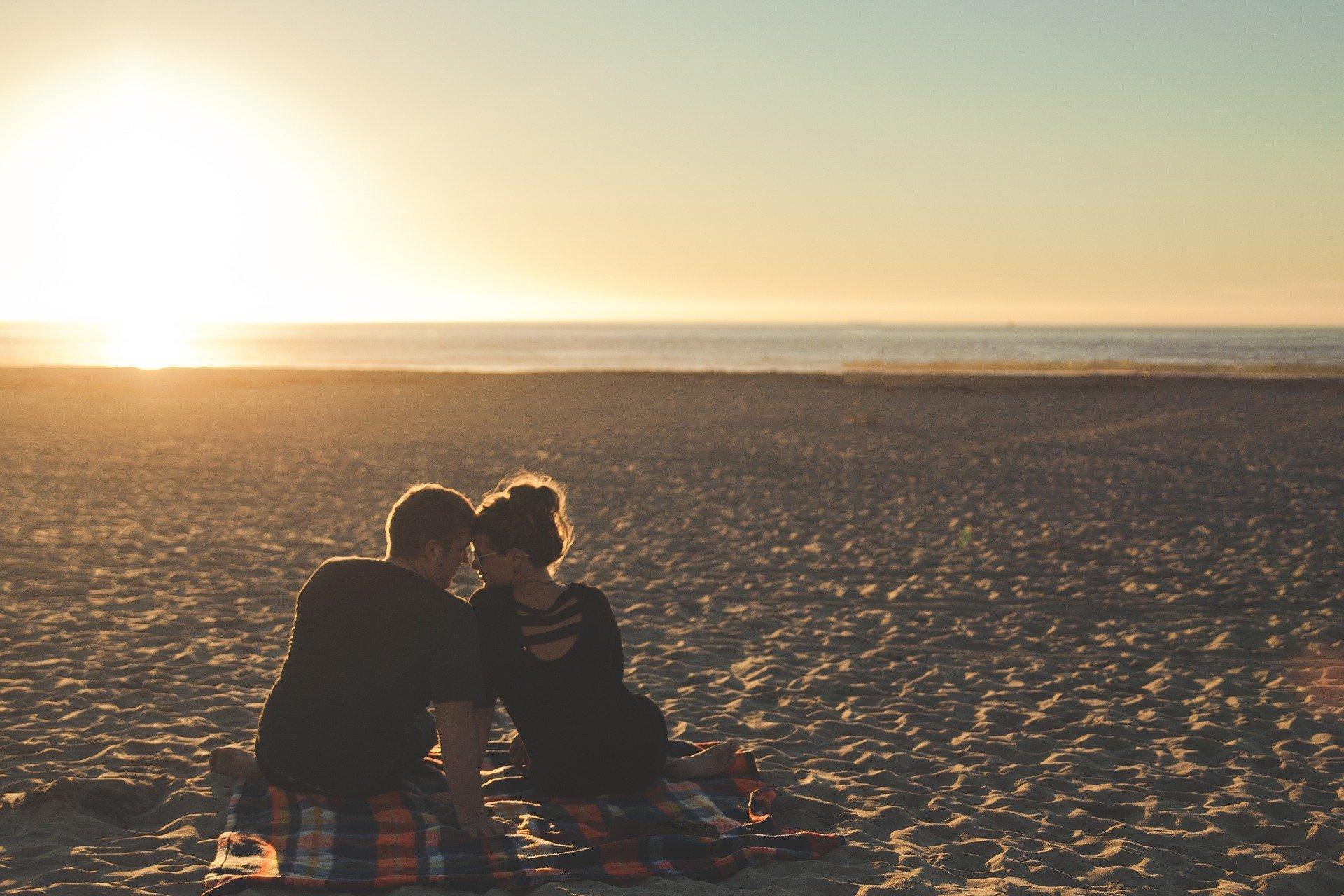 婚外恋愛のきっかけは?不倫との違いとハマる理由はなに?始める前に知っておきたいリスクもご紹介