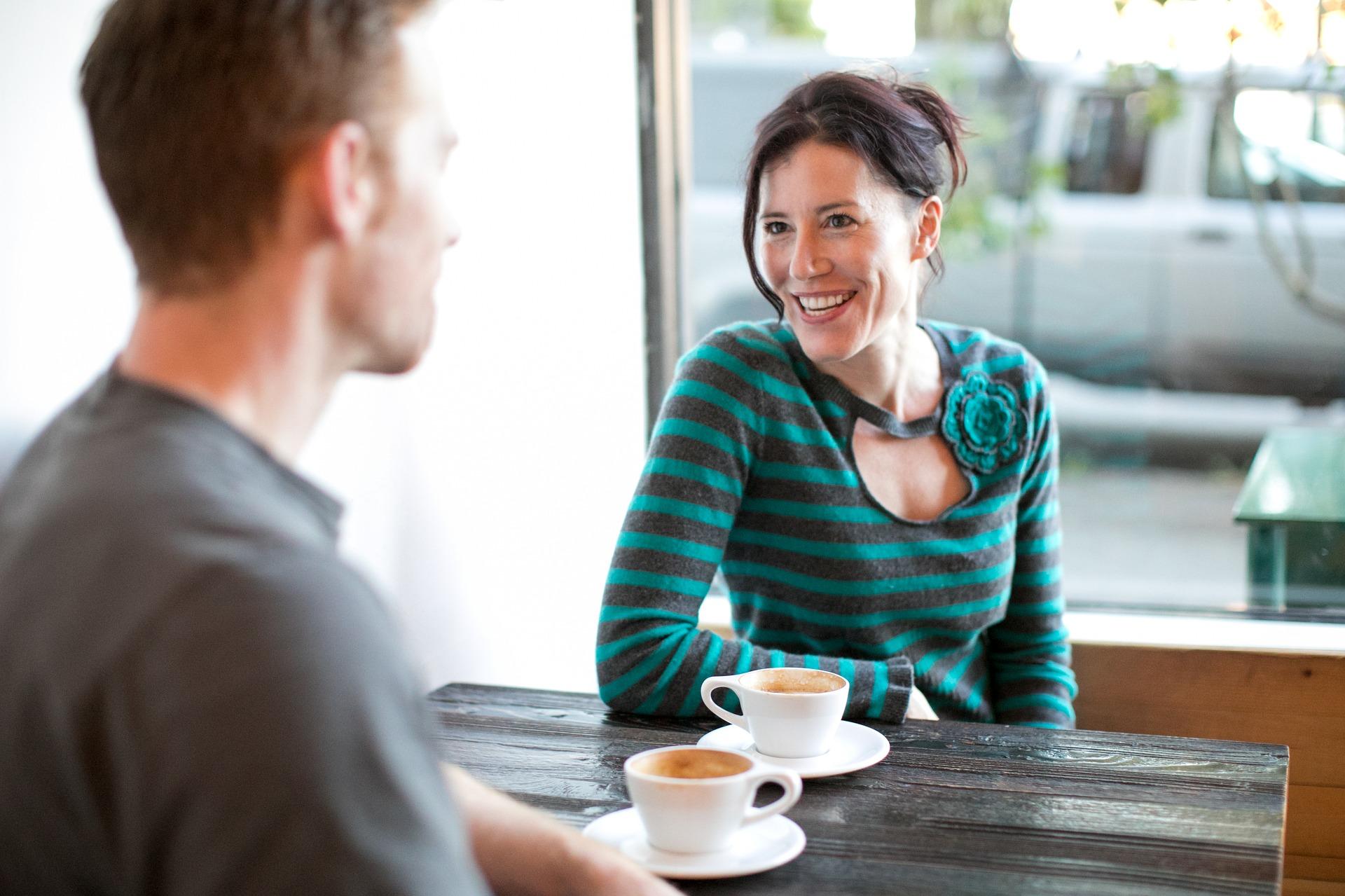 妻に愛情がない夫の行動からみる不倫相手の女性への本気の行動とサインと今後の行方